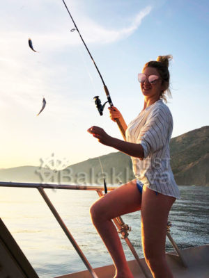 рыбалка-на-катере-днем